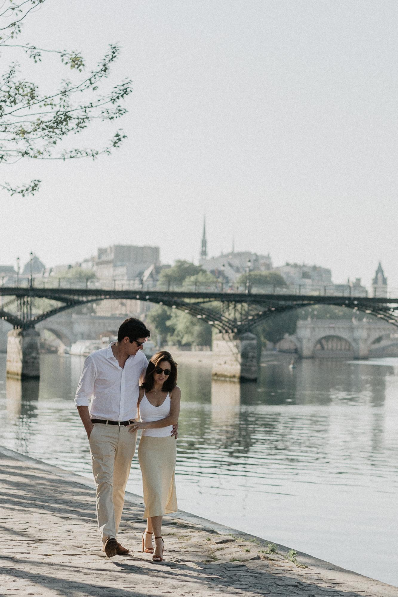 Couple Paris Seine Engagement