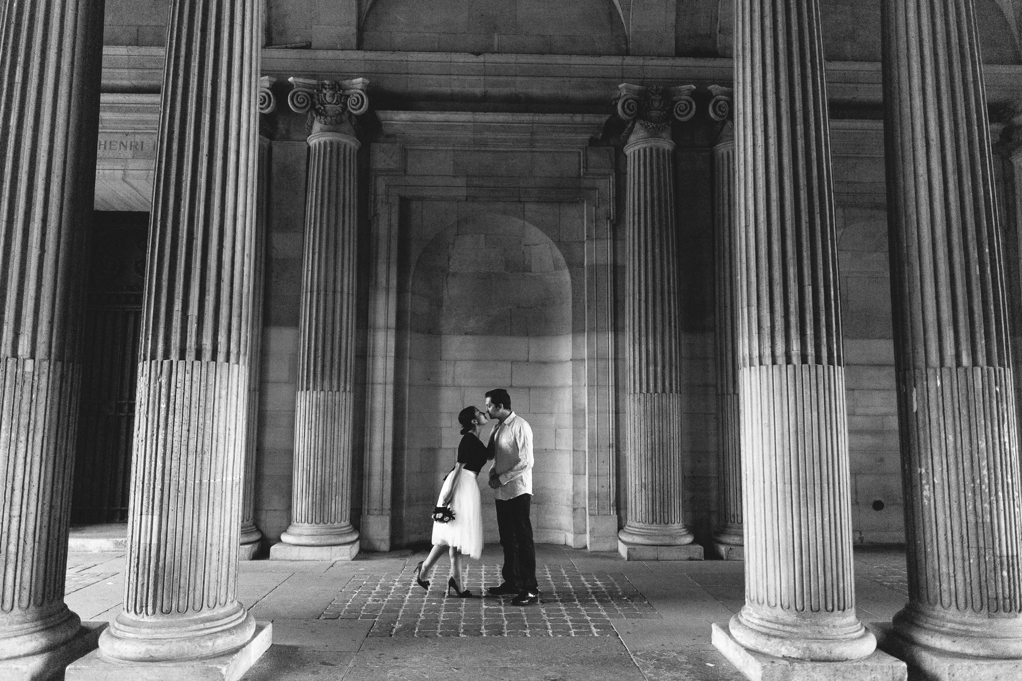 Black and white Couple Louvre Paris Photography