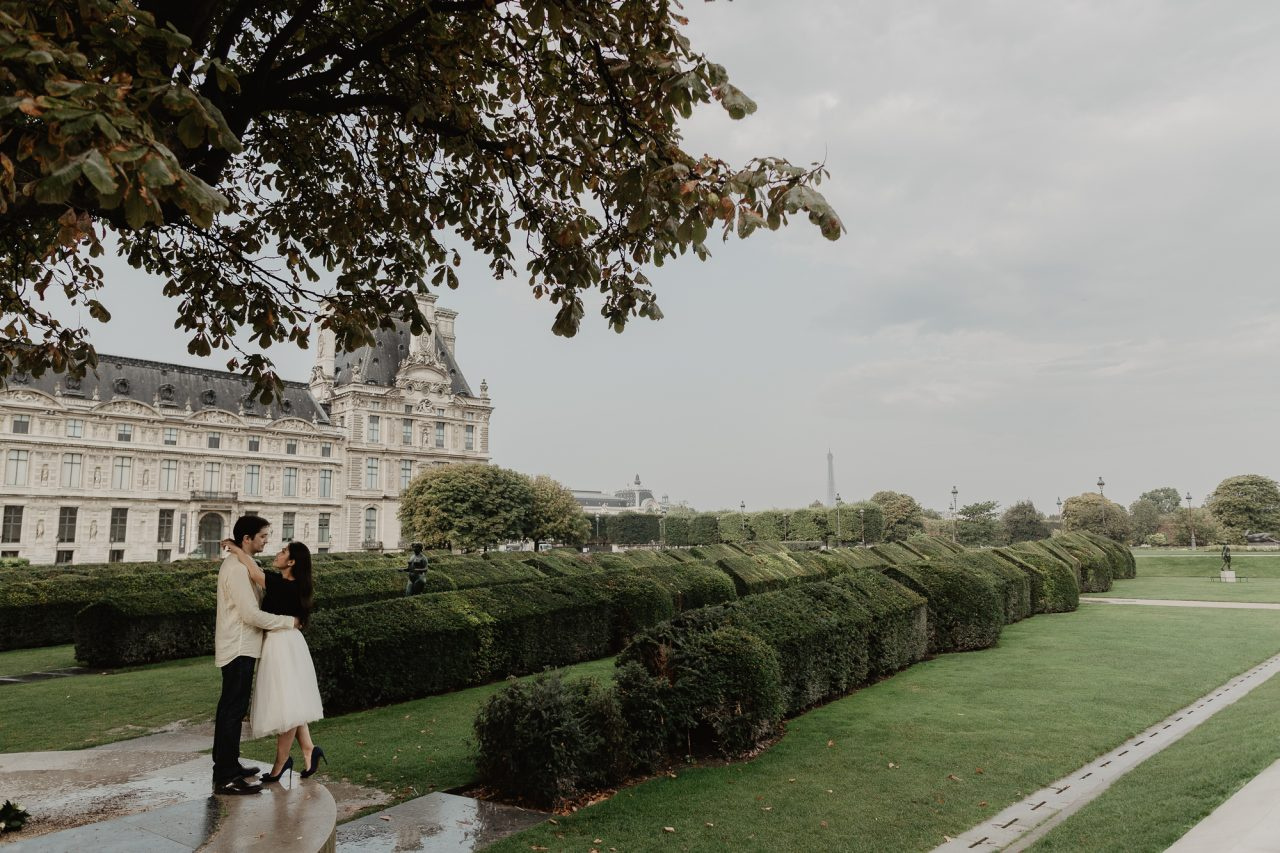 Couple photography at Jardin des Tuilleries