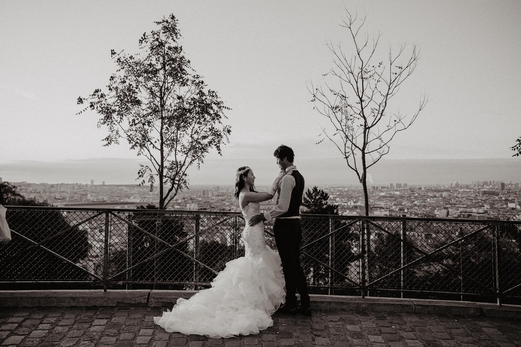 Wedding photo sunrise montmartre paris