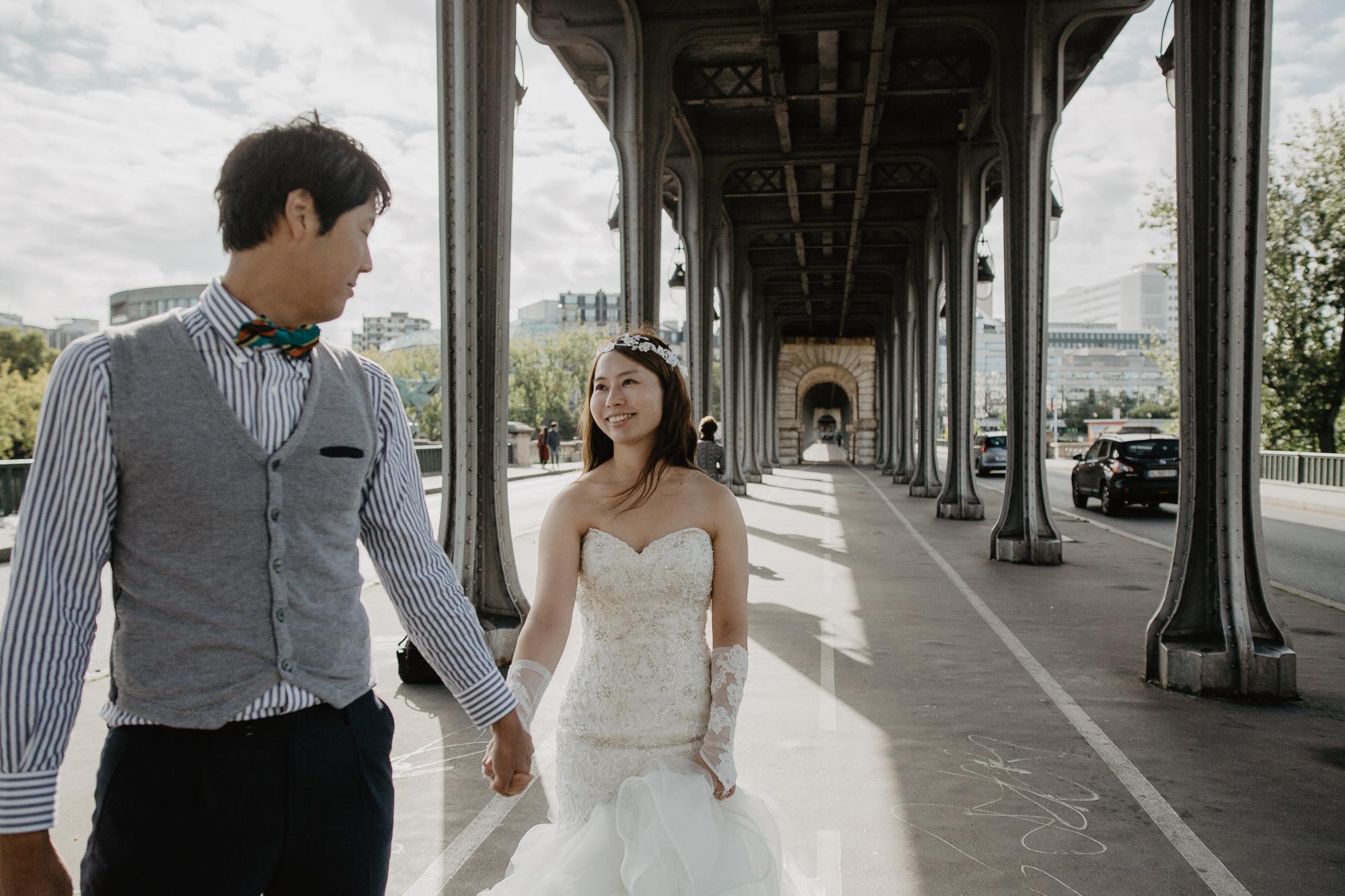 after Wedding photo bir hakeim bridge