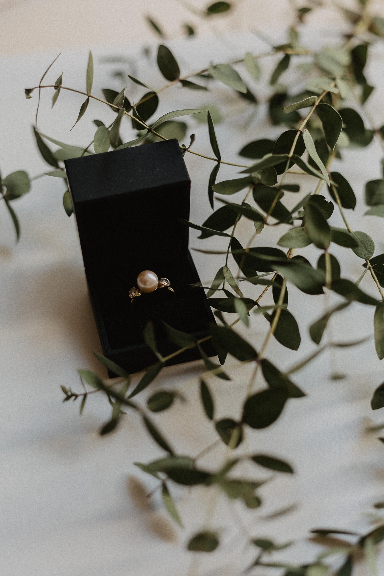 engagement ring invitation paris photographer