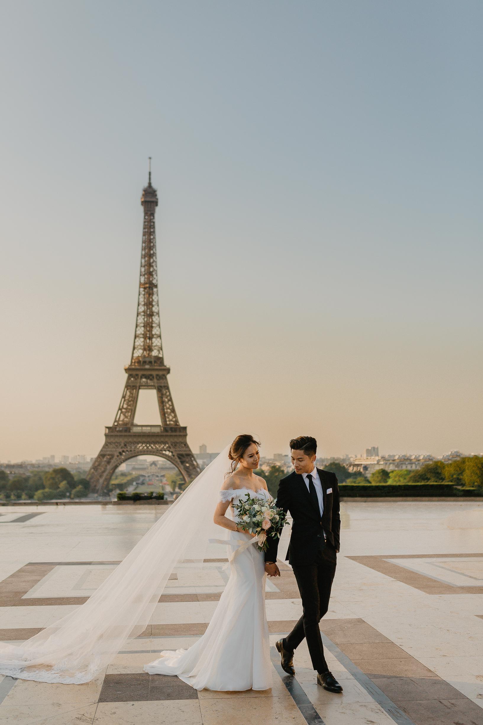 A romantic pre-wedding in Paris