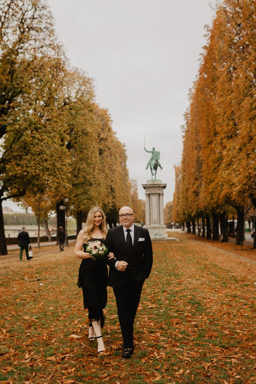 Autumn paris couple photo