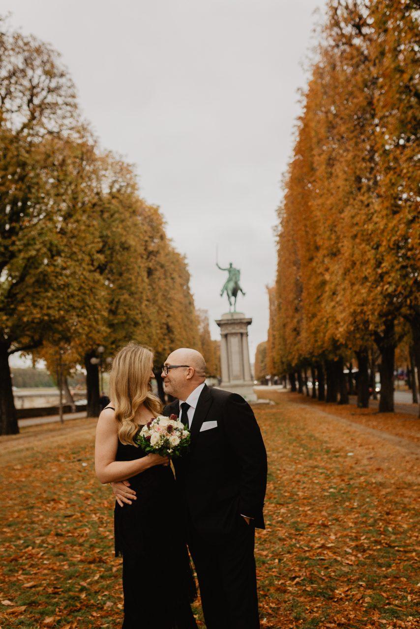 Autumn paris couple photo