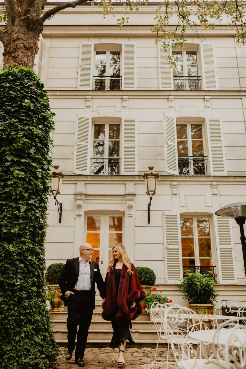 Hotel Particulier Montmartre couple photo paris autumn