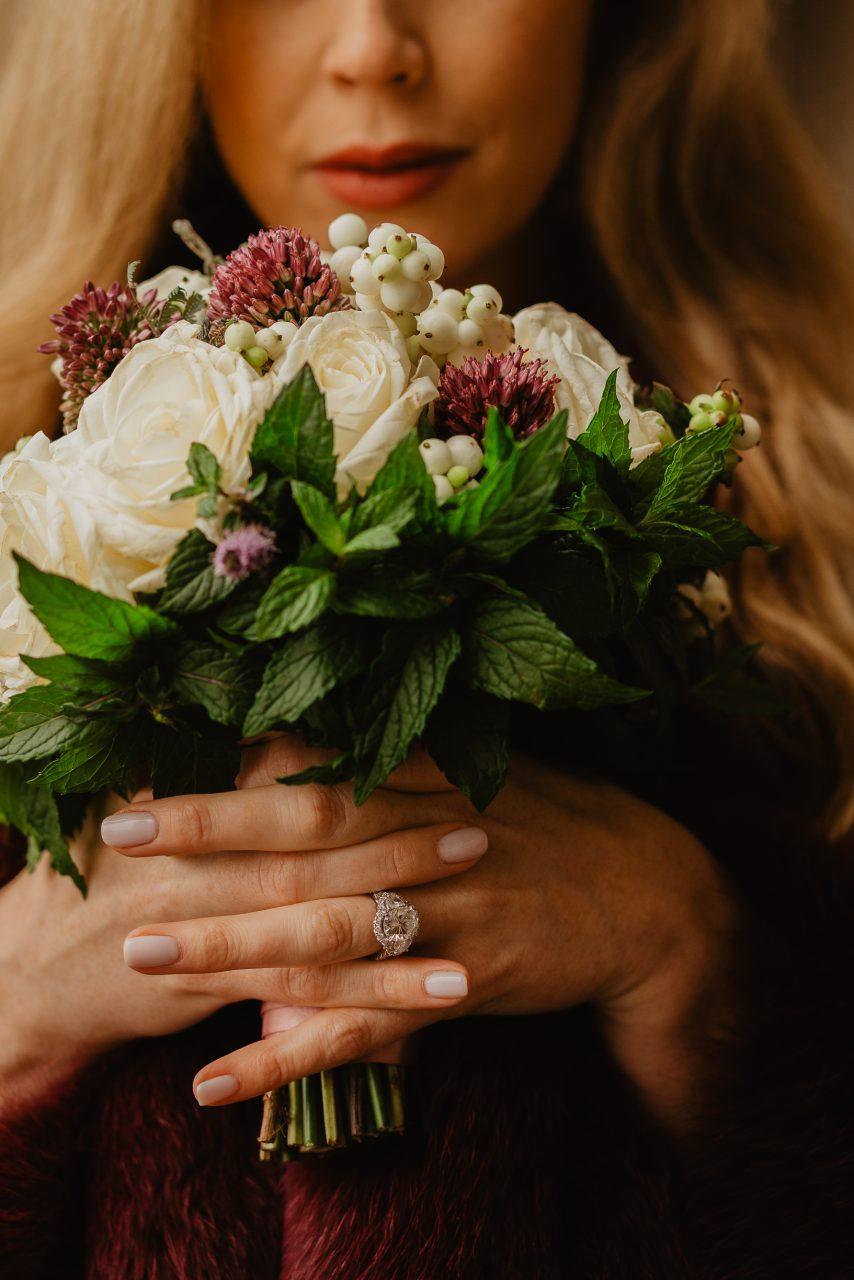 Autumn paris wedding photo engagement ring flower bouquet