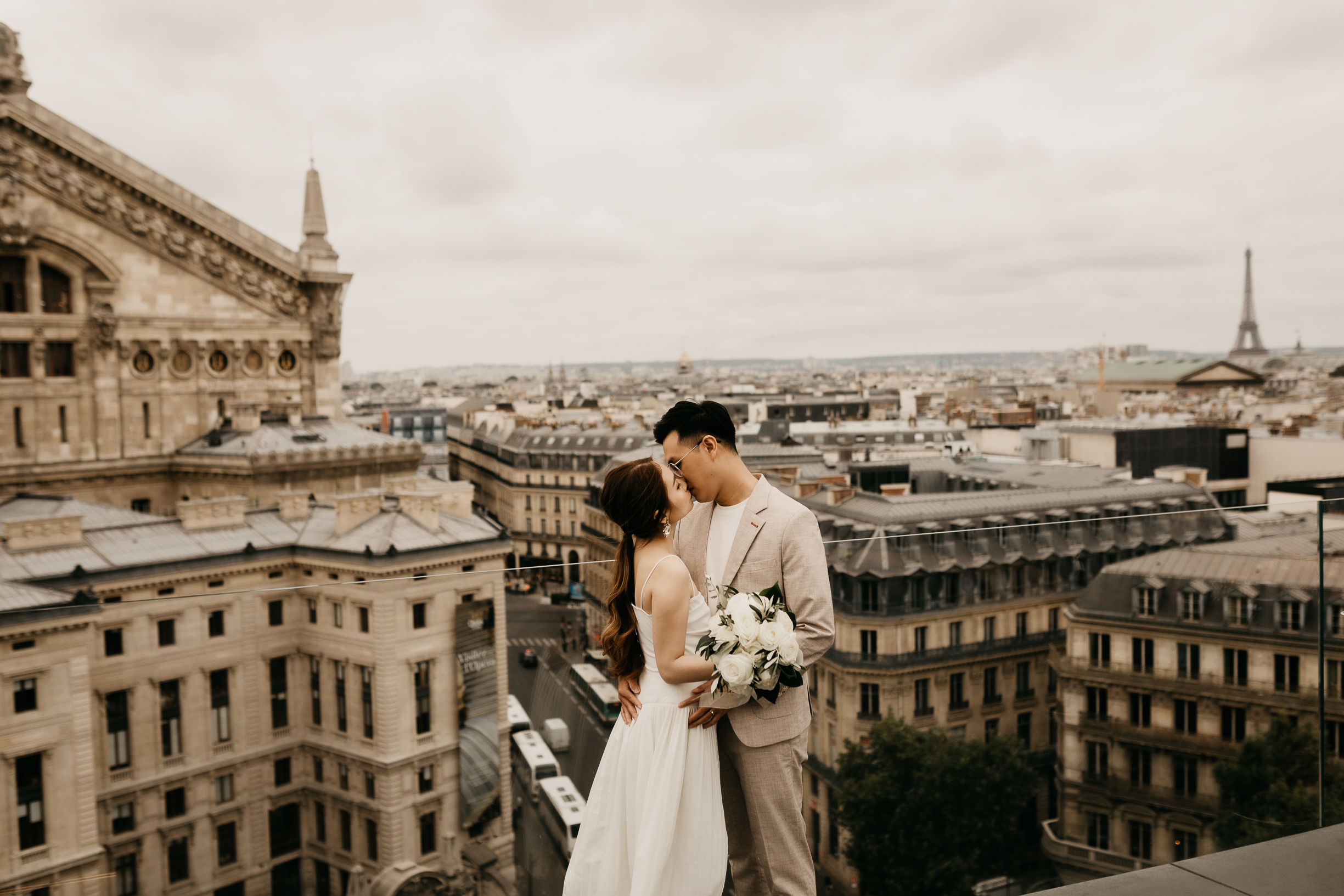 Paris wedding on the rooftop of Galerie Lafayette
