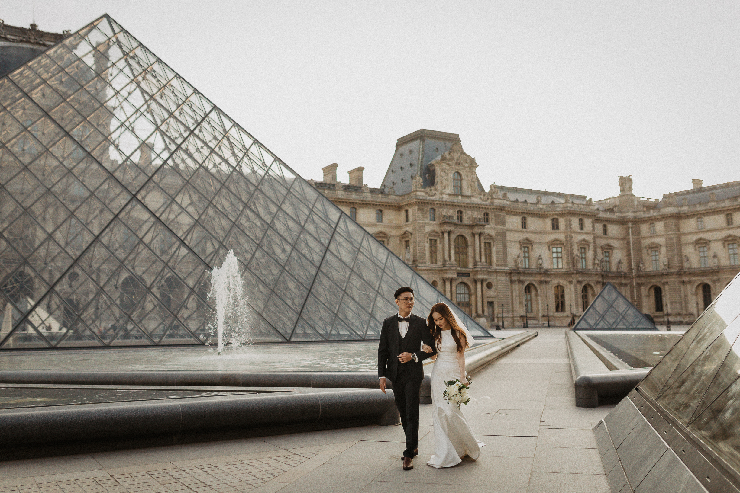 Engagement photo at the Louvre, Paris