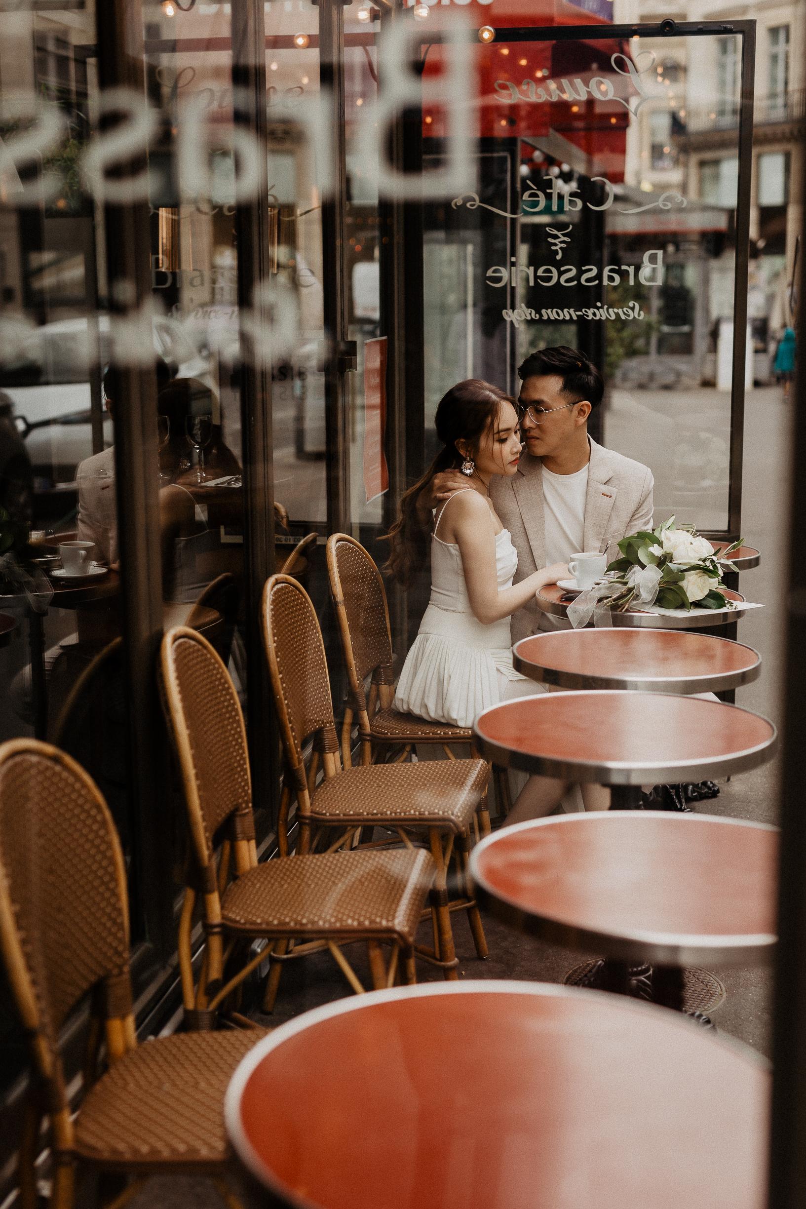 Photographer's guide to a Paris Pre Wedding Photoshoot