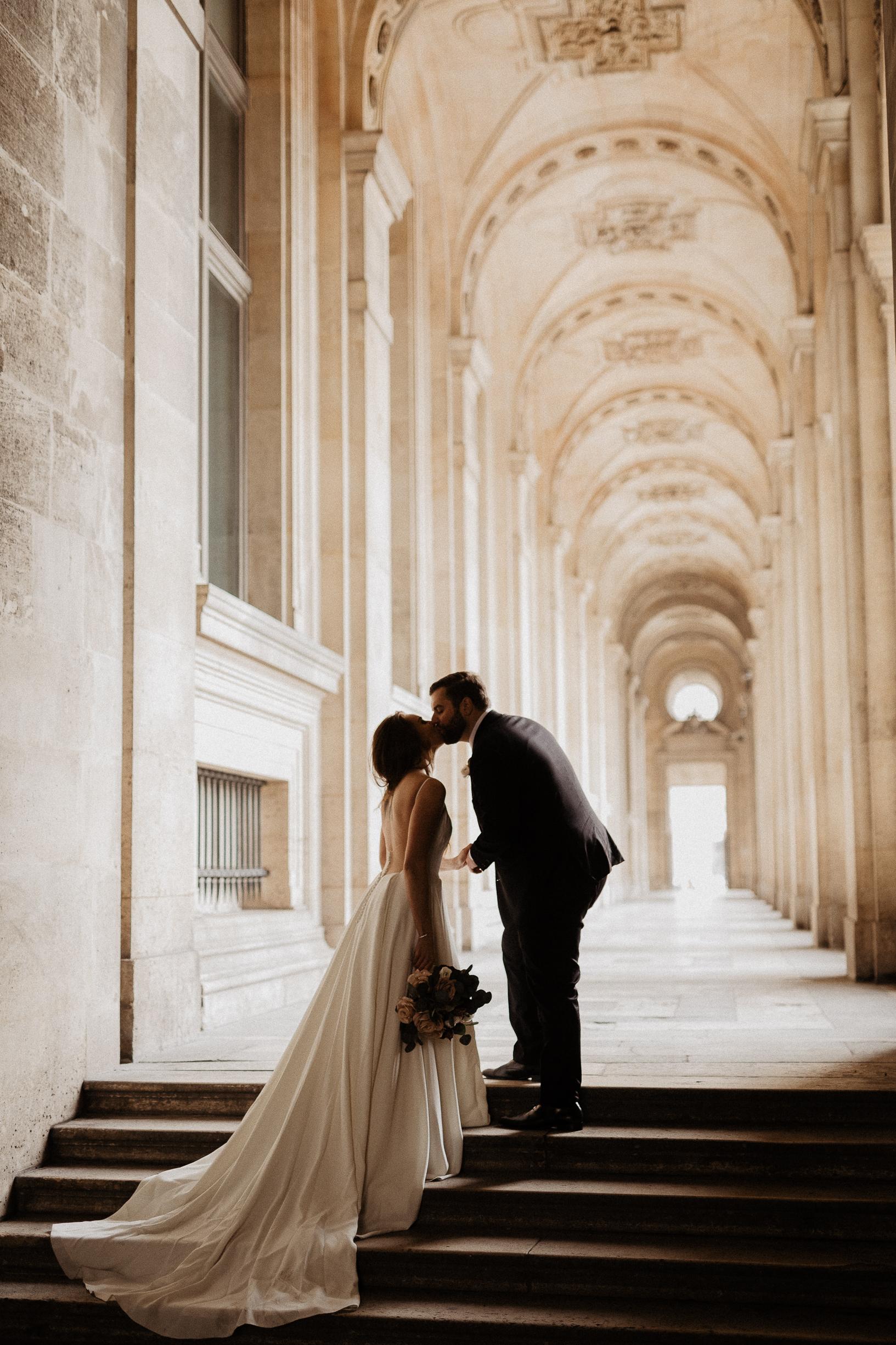 paris elopement wedding photographer louvre museum