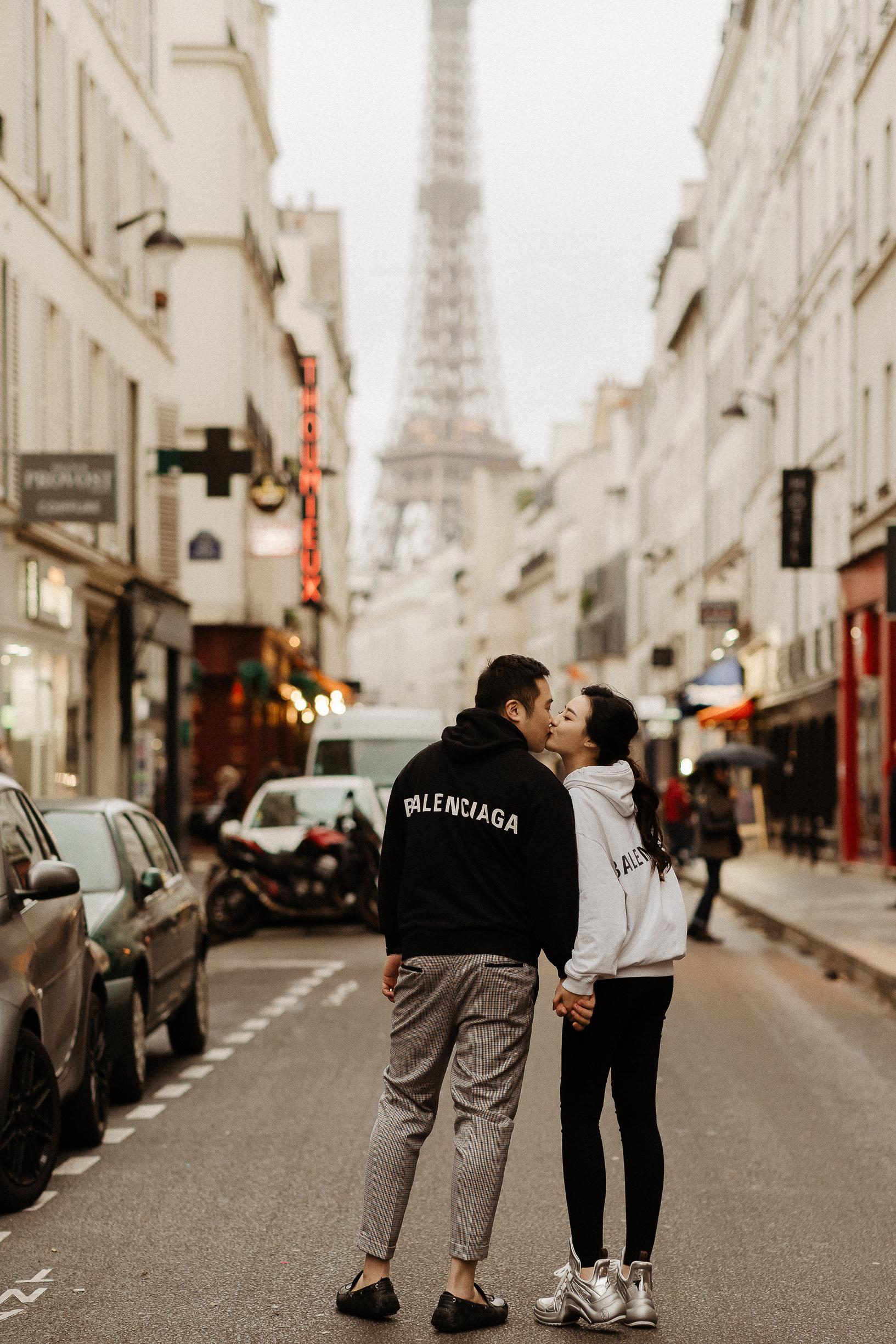 paris pre-wedding photographer eiffel tower