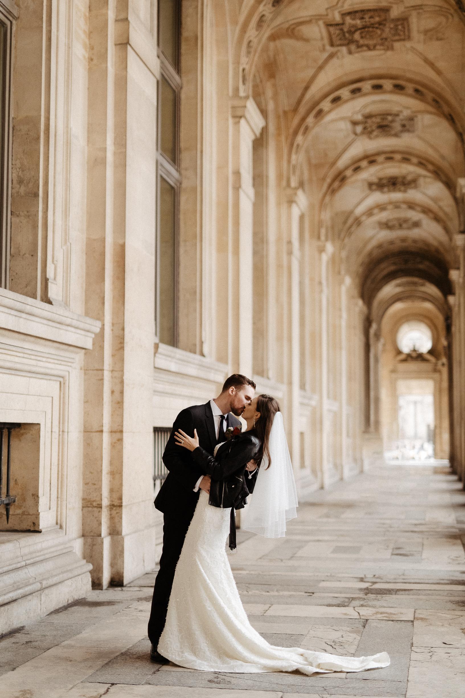 paris wedding photographer louvre rock