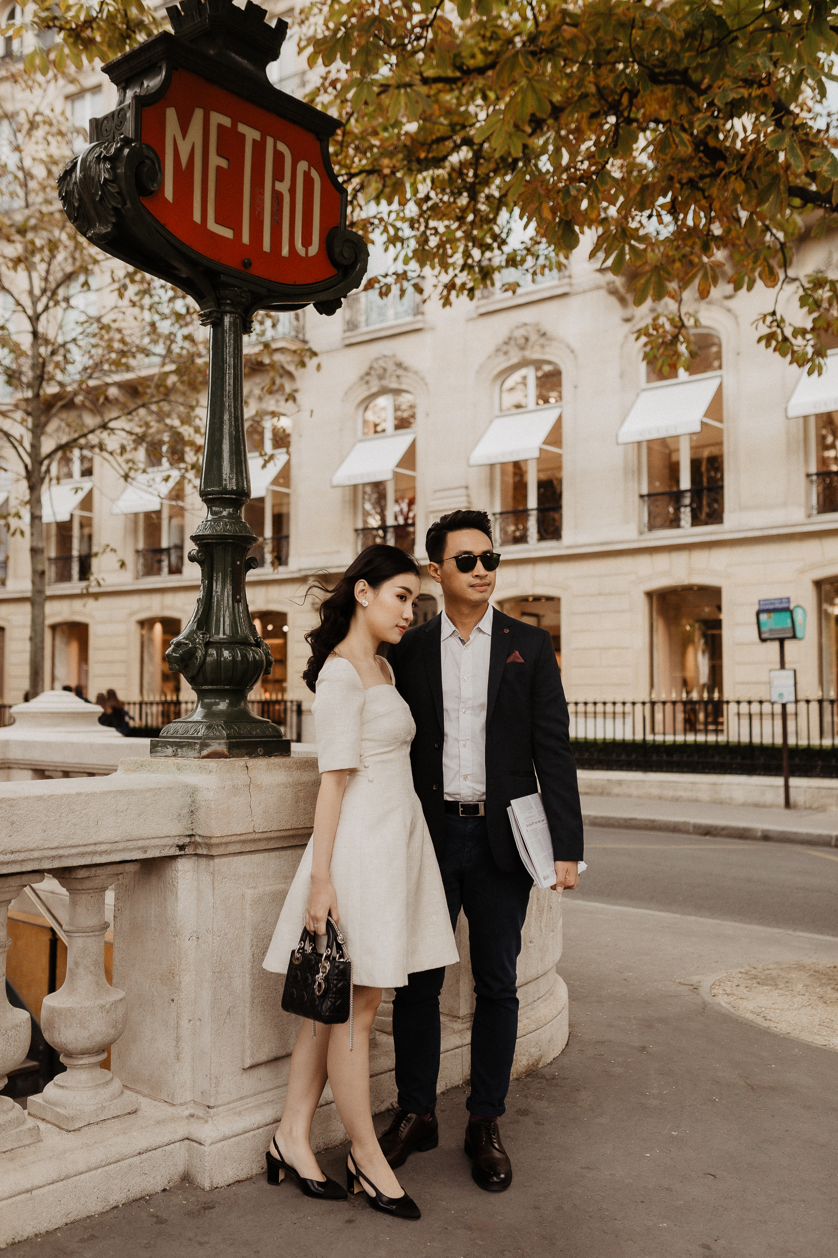 luxury paris engagement photos dior chanel avenue montaigne