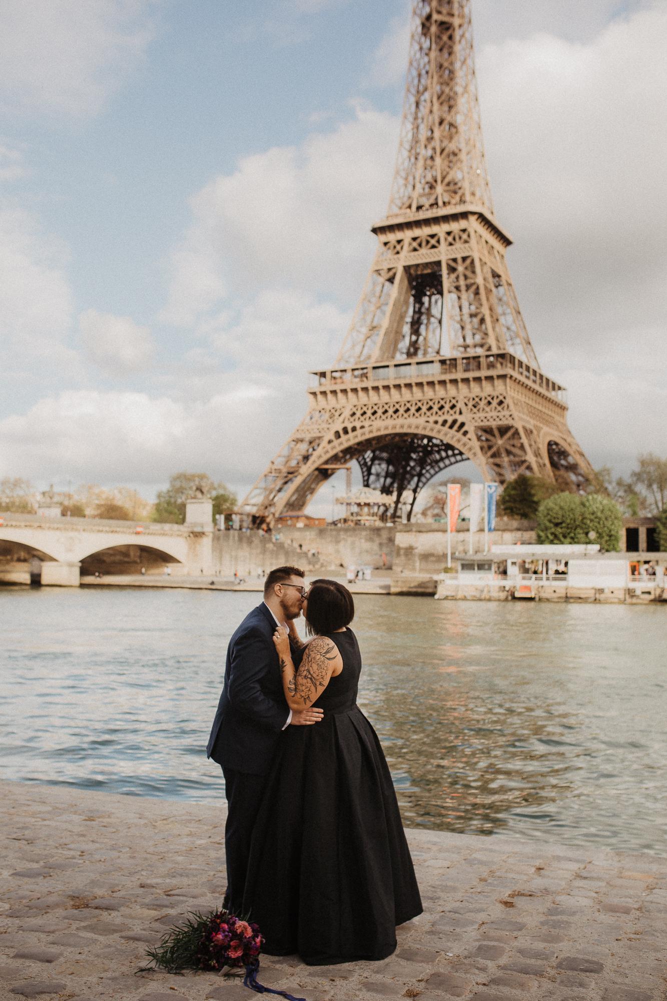 Paris wedding photographer eiffel tower