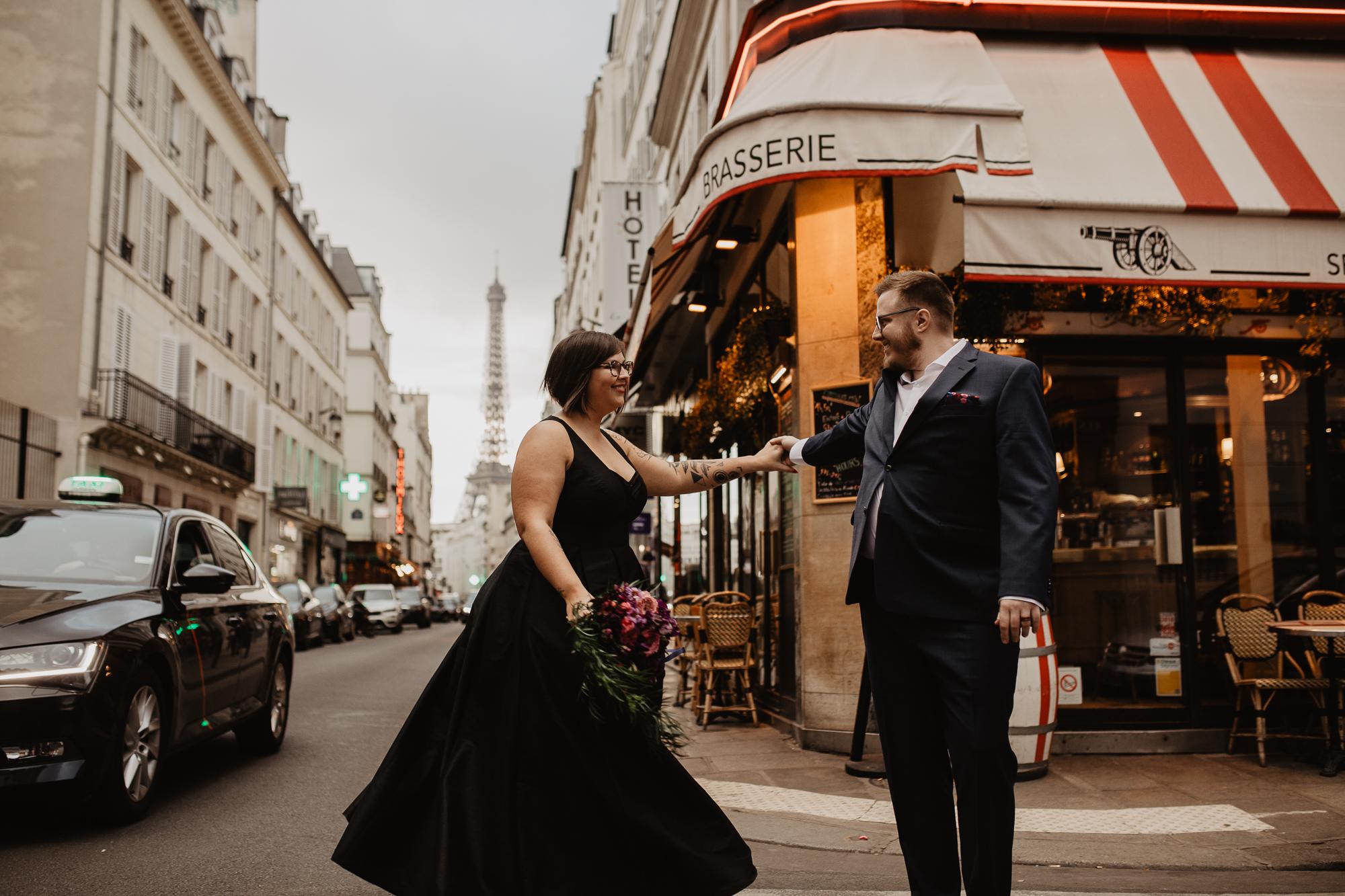 Paris elopement photographer eiffel tower sunset