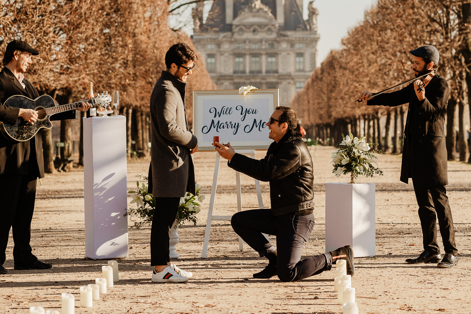 Paris surprise proposal photographer
