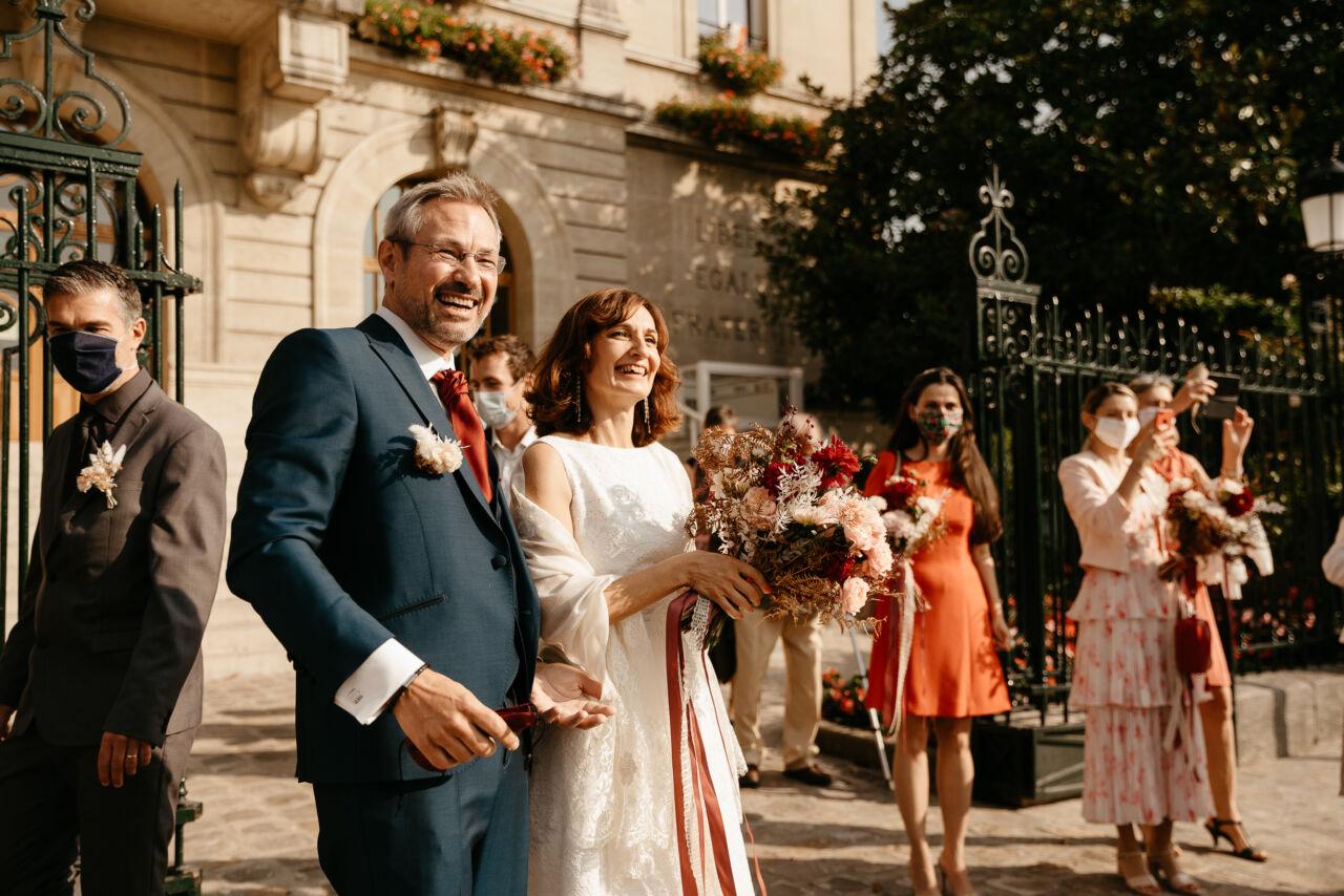 Sortie de mariage civil à Nogent sur Marne nouveaux mariés