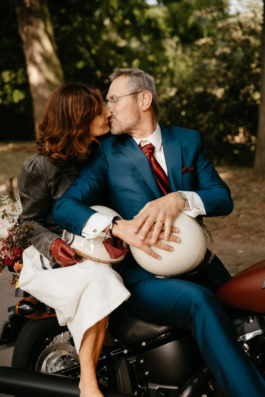 Sortie de mariage civil motor Harley Davidson à Nogent sur Marne