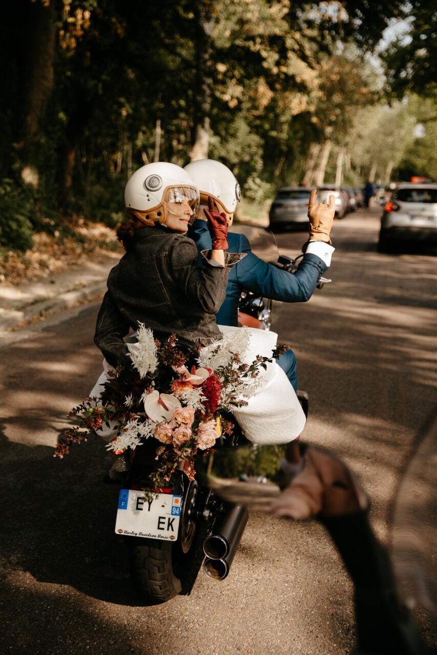 Sortie de mariage civil motor Harley Davidson à Nogent sur Marne nouveaux mariés
