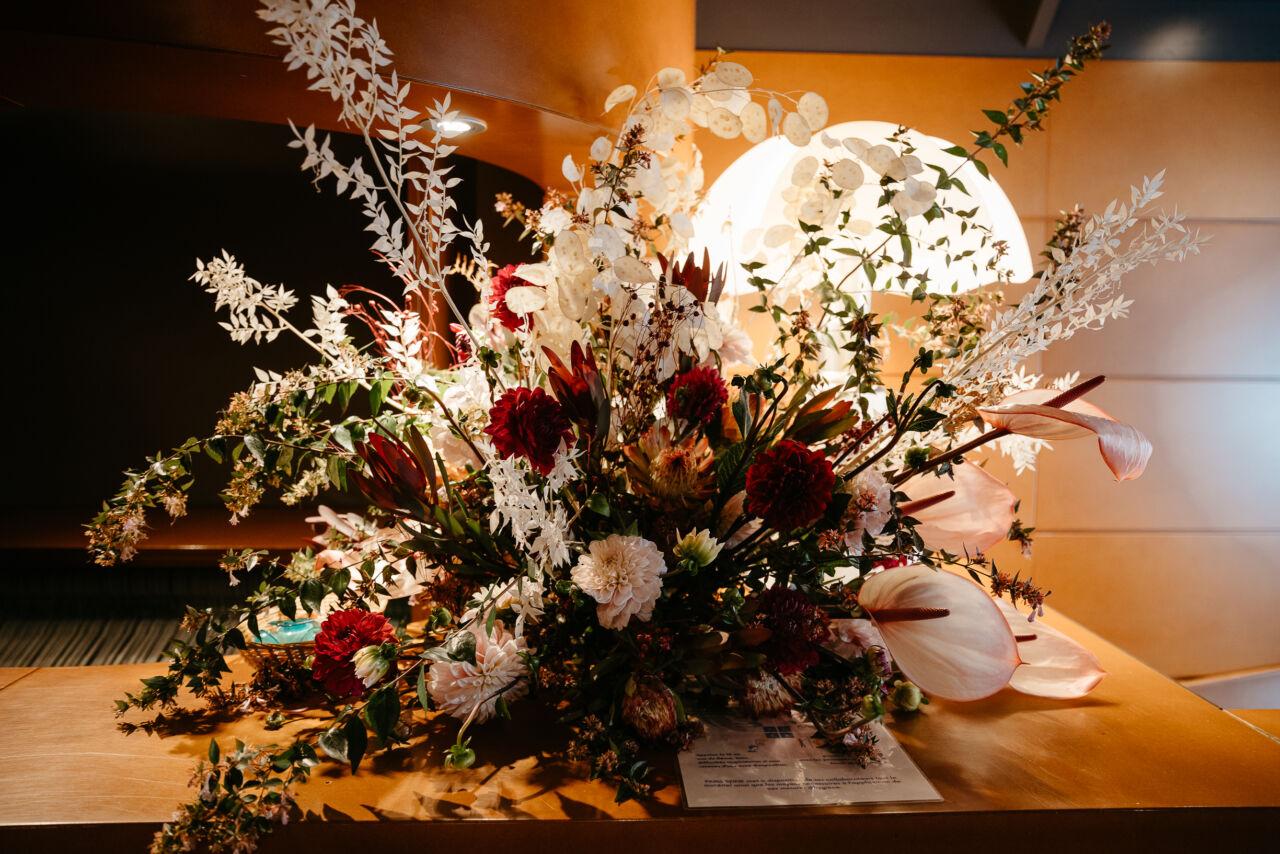 Décor fleur mariage eiffel bateaux parisiens Croisière sur la Seine paris