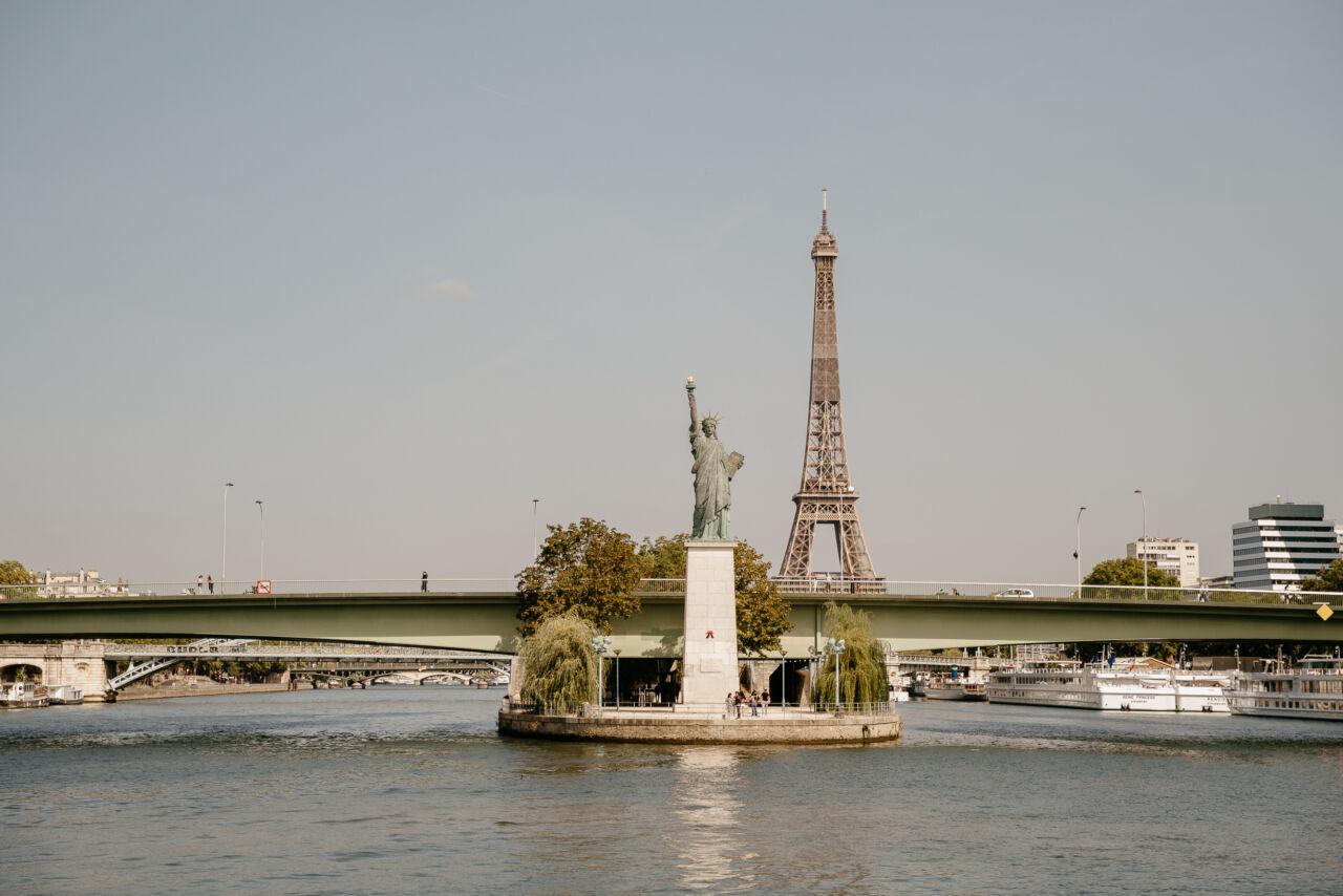 vue eiffel statue de la Liberté  croisière sur la seine