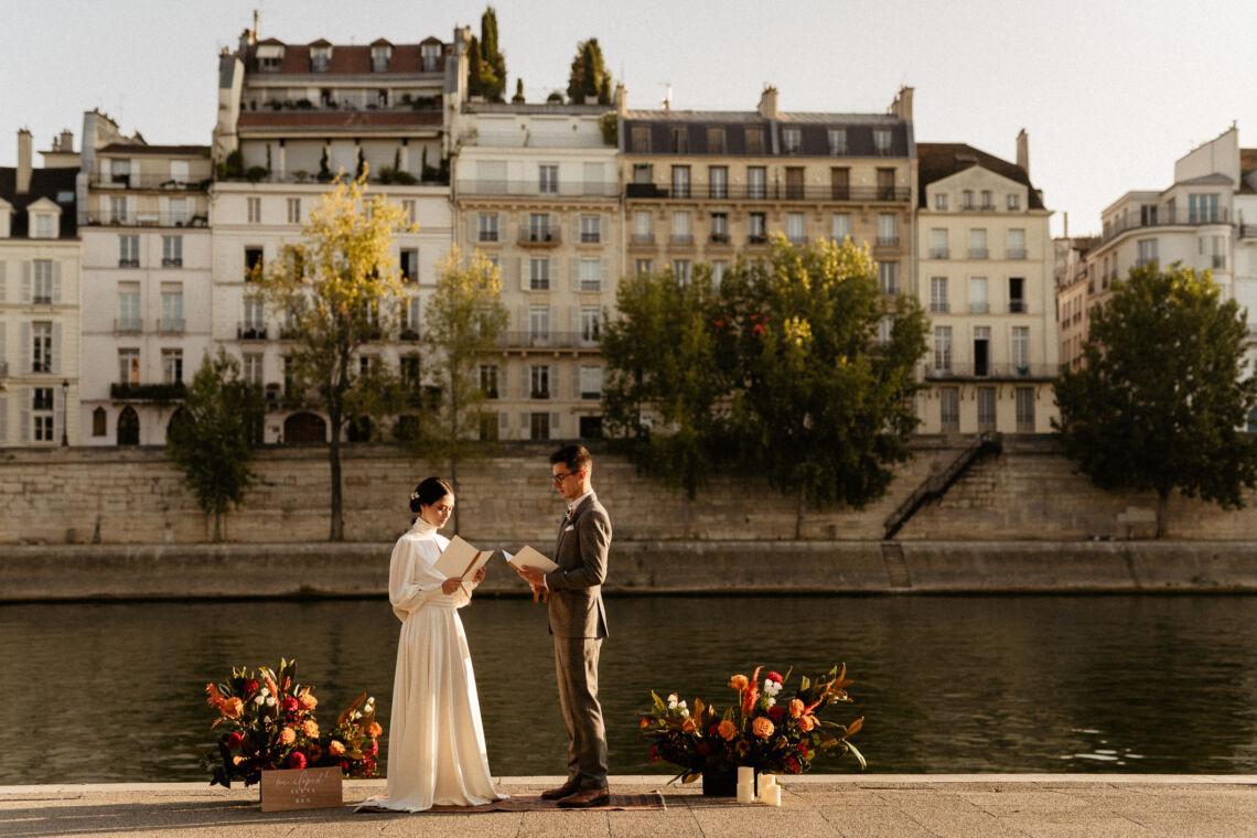 Couple exchange vows in Paris elopement