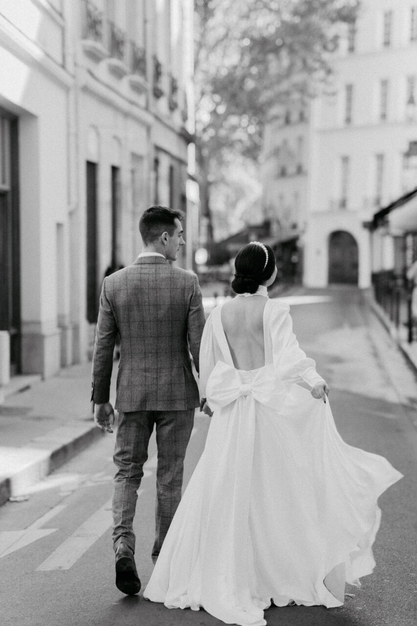 Bride and groom in black and white on Paris street