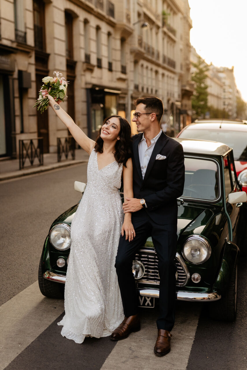 Couple with vintage car Paris wedding