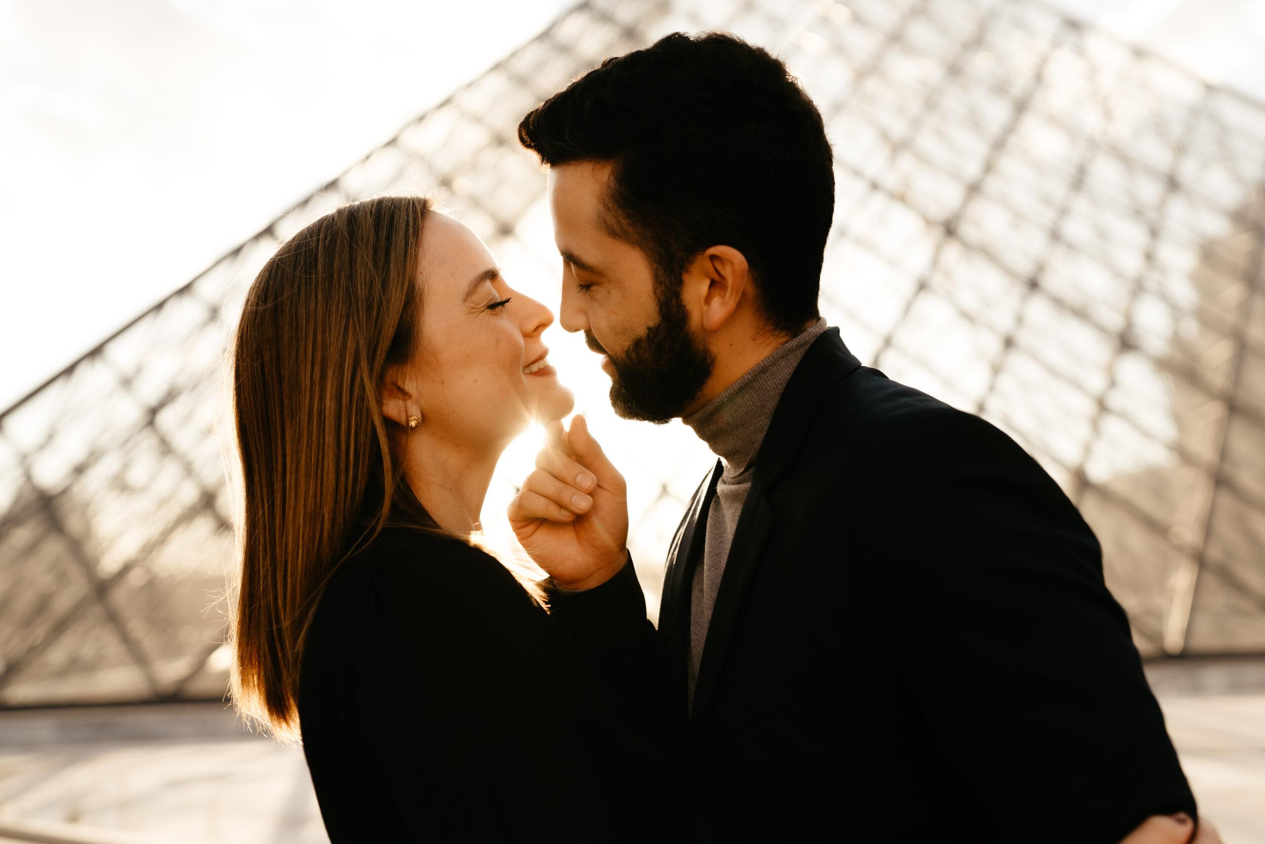 paris engagement sunset louvre couple