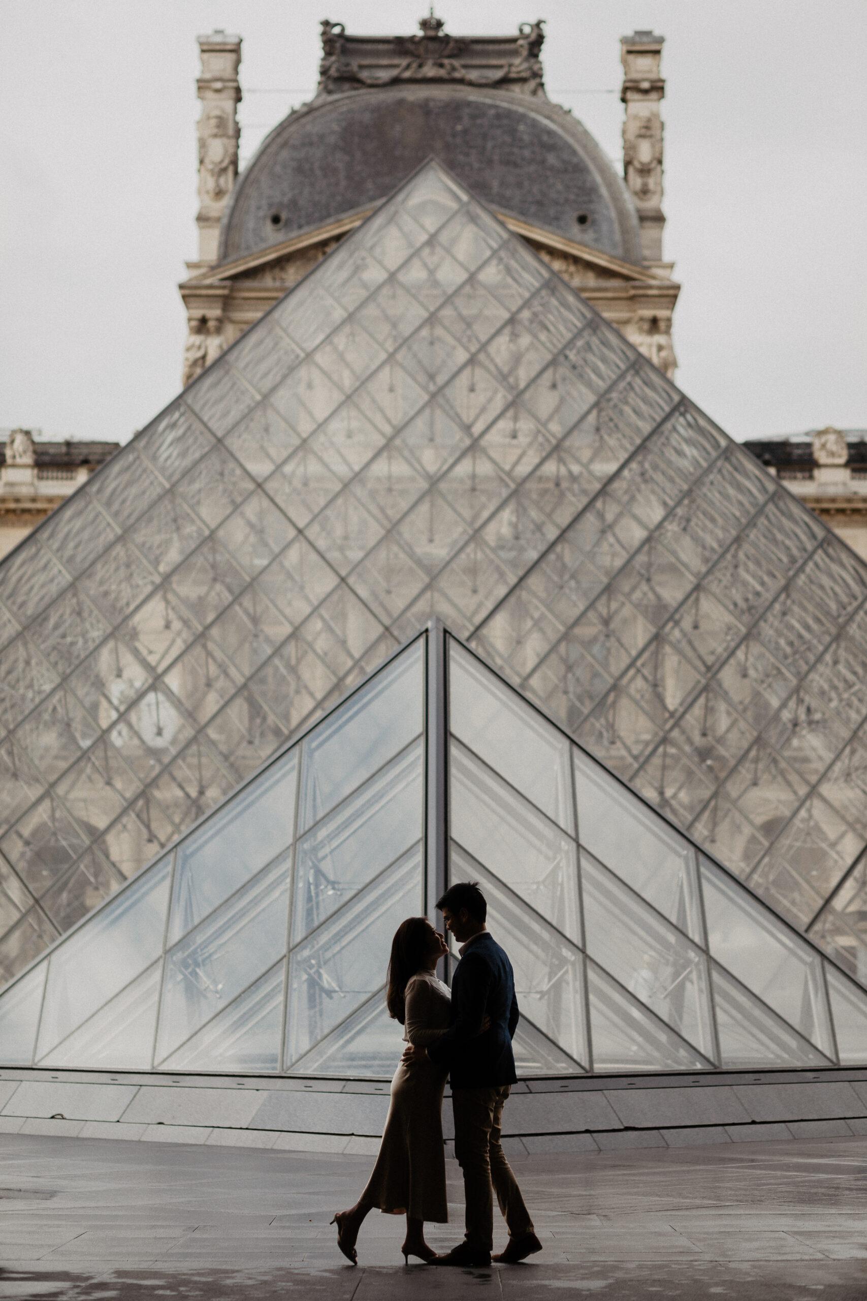 pre wedding paris louvre museum