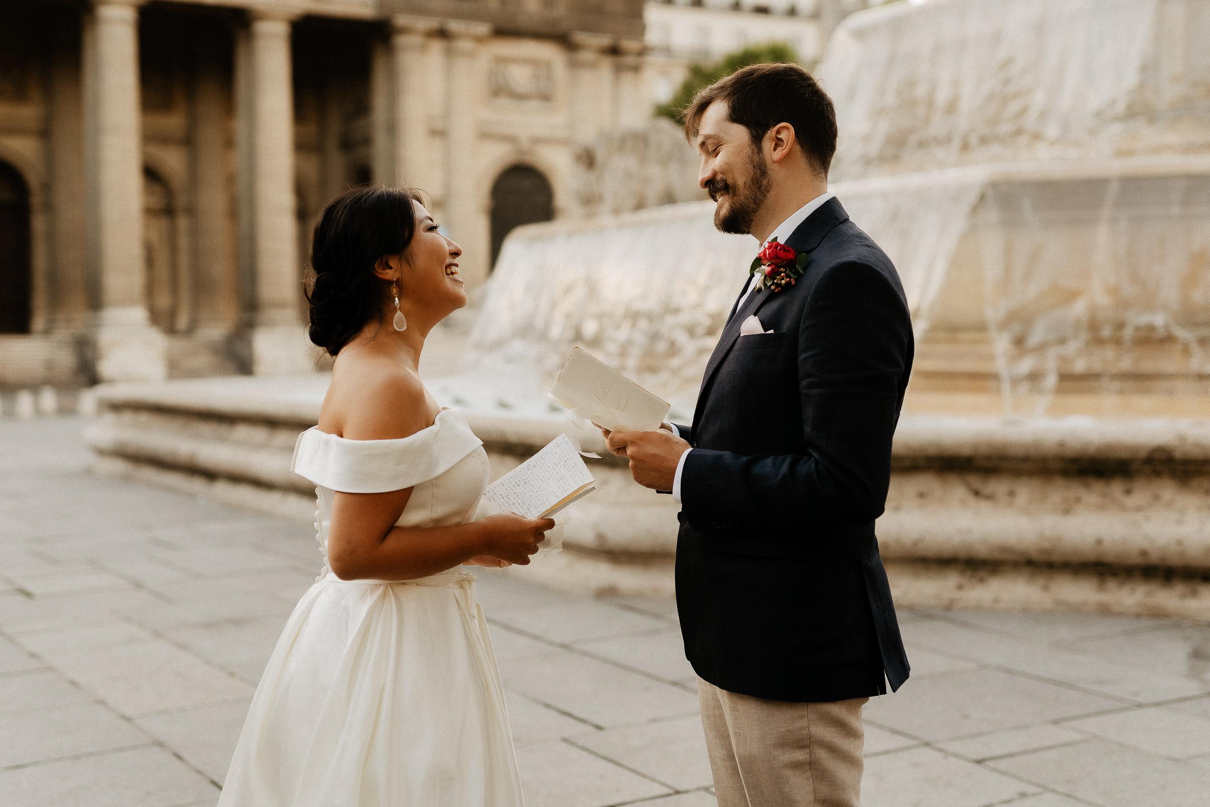 couple exchanging vow elopement paris photographer