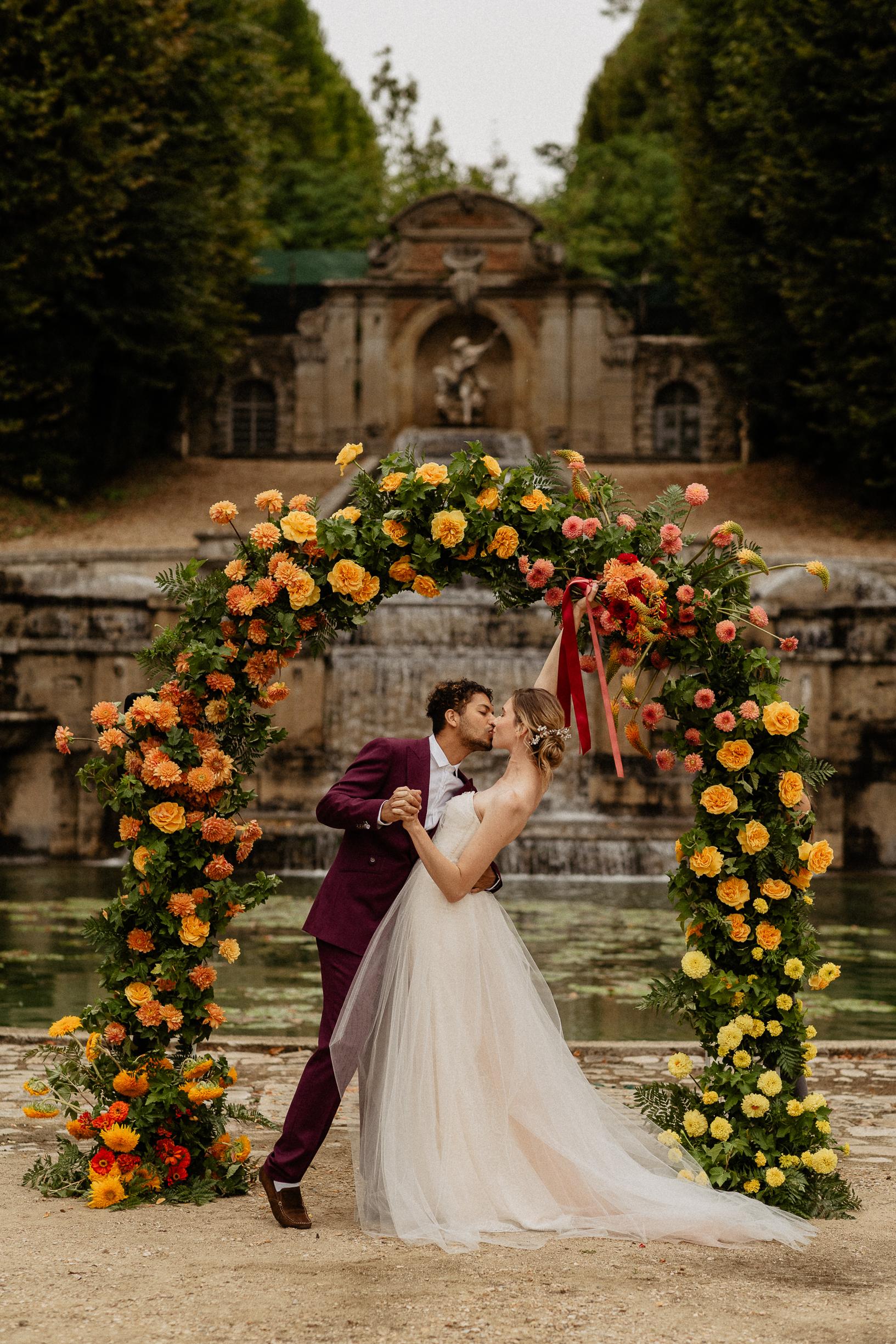 Unique colorful elopement wedding ideas – Citrus theme